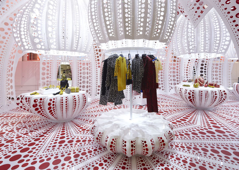 dezeen_Louis-Vuitton-and-Kusama-concept-store-at-Selfridges_ss_4.jpg